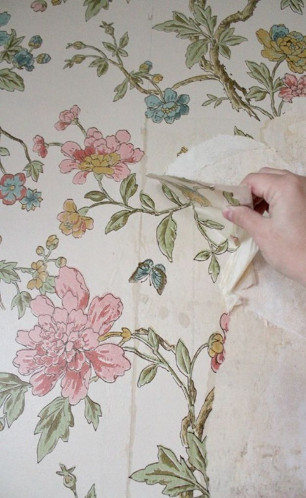 Wallpaper Tips and Tricks - Remove Wallpaper From Plaster Walls Without Chemicals - Easy DIY Wallpapering Tutorials - How to Hang Wall Paper for Beginners - Step by Step Instructions and Cool Hacks for Hanging Wall Papers http://diyjoy.com/wallpaper-tips-tricks