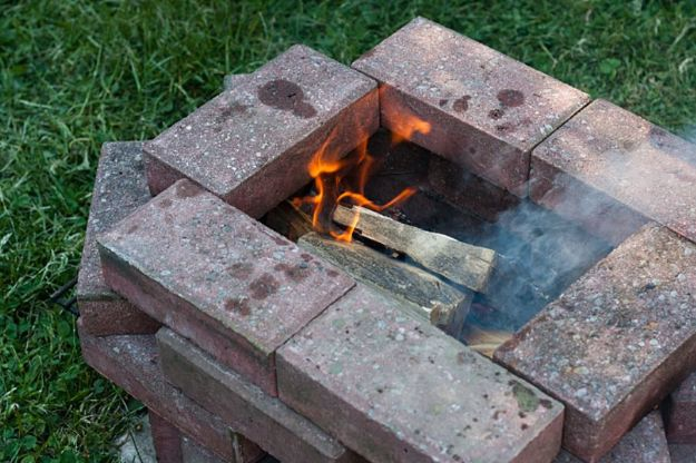 DIY Firepits - Simple Summer BBQ Fire Pit - Step by Step Tutorial for Raised Firepit , In Ground, Portable, Brick, Stone, Metal and Cinder Block Outdoor Fireplace #outdoors #diy