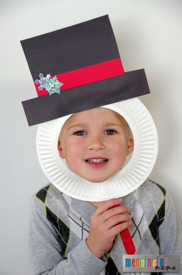 Winter Crafts for Toddlers and Kids - Snowman Paper Plate Masks - Easy Art Projects and Craft Ideas for 2 Year Olds, Preschool Age Children - Simple Indoor Activities, Things To Make At Home in Wintertime - Snow, Snowflake and Icicle, Snowmen - Classroom Art Projects #kidscrafts #craftsforkids #winters