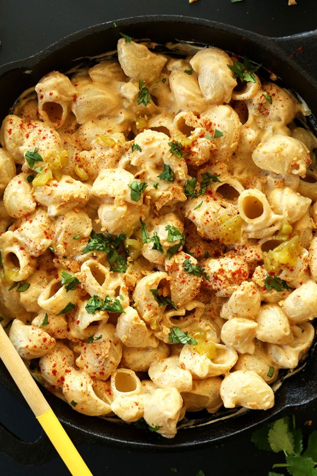 Macaroni and Cheese Recipes - Vegan Green Chili Mac N' Cheese - Best Mac and Cheese Recipe - Baked, Crockpot, Stovetop and Easy, Quick Variations - Homemade, Creamy Sauce - Pioneer Woman Favorites - Velveets Cheddar and 3 Cheese Bacon, Breadcrumbs http://diyjoy.com/mac-and-cheese-recipes