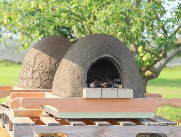 DIY Firepits - Wood Fired Earth Oven - Step by Step Tutorial for Raised Firepit , In Ground, Portable, Brick, Stone, Metal and Cinder Block Outdoor Fireplace #outdoors #diy