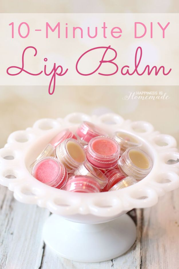 DIY Christmas Gifts - 10 Minute DIY Lip Balm - Easy Handmade Gift Ideas for Xmas Presents - Cheap Projects to Make for Holiday Gift Giving - Mom, Dad, Boyfriend, Girlfriend, Husband, Wife #diygifts #christmasgifts