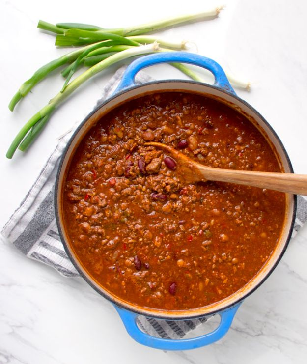 Chili Recipes - Award Winning Chili - Easy Crockpot, Instant Pot and Stovetop Chili Ideas - Healthy Weight Watchers, Pioneer Woman - No Beans, Beef, Turkey, Chicken https://diyjoy.com/chili-recipes
