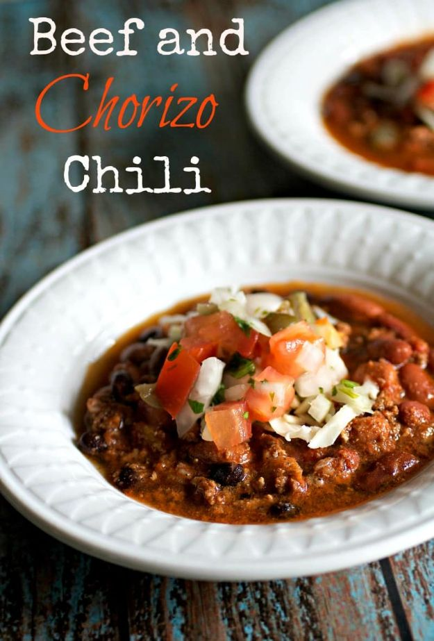 Chili Recipes - Beef and Chorizo Chili - Easy Crockpot, Instant Pot and Stovetop Chili Ideas - Healthy Weight Watchers, Pioneer Woman - No Beans, Beef, Turkey, Chicken  #chili #recipes