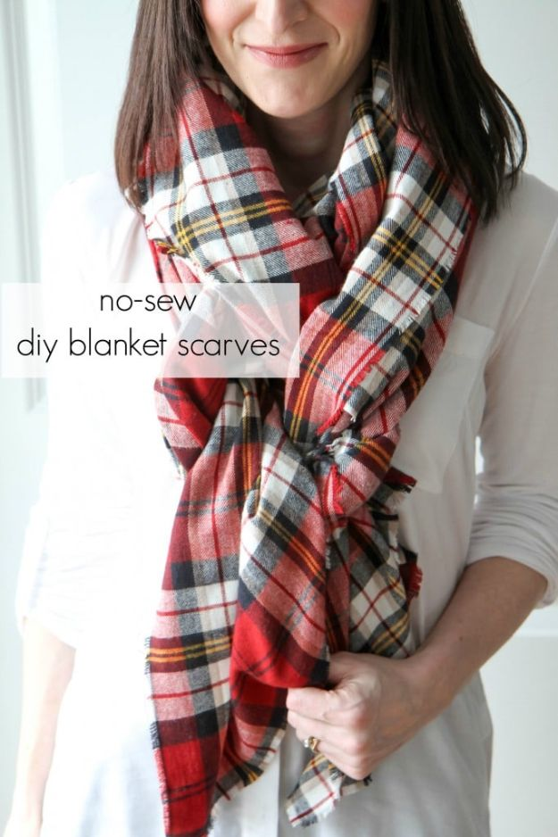DIY Christmas Gifts - Blanket Scarf - Easy Handmade Gift Ideas for Xmas Presents - Cheap Projects to Make for Holiday Gift Giving - Mom, Dad, Boyfriend, Girlfriend, Husband, Wife #diygifts #christmasgifts