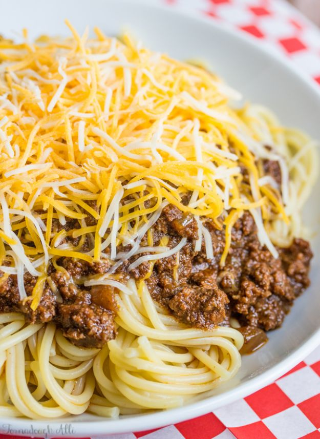 Chili Recipes - Cincinnati Chili - Easy Crockpot, Instant Pot and Stovetop Chili Ideas - Healthy Weight Watchers, Pioneer Woman - No Beans, Beef, Turkey, Chicken https://diyjoy.com/chili-recipes