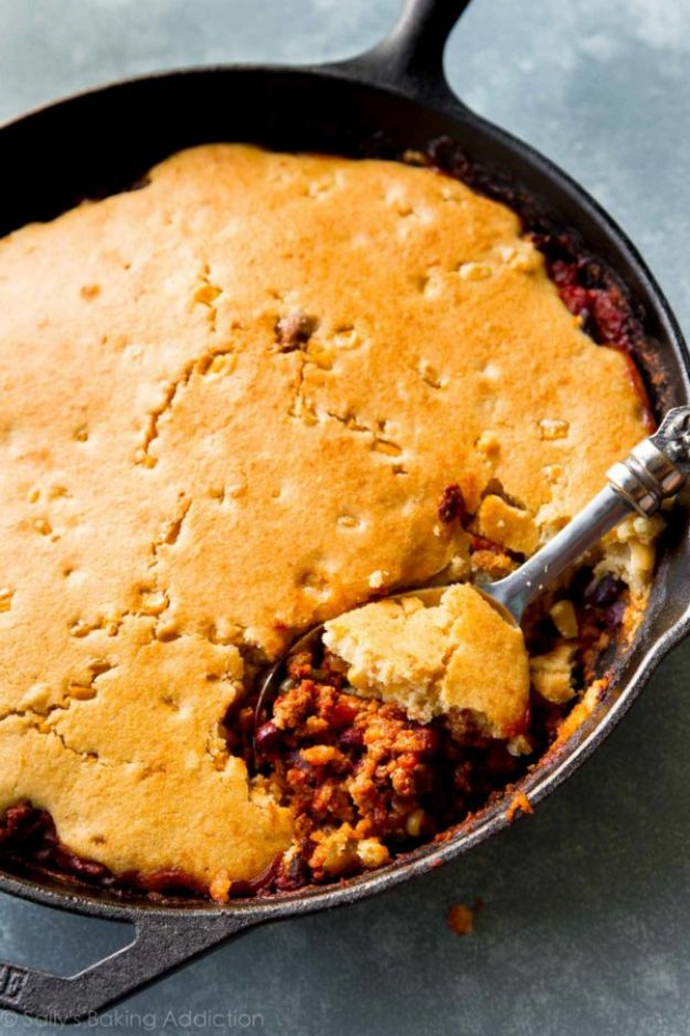 Chili Recipes - Cornbread-Topped Skillet Chili - Easy Crockpot, Instant Pot and Stovetop Chili Ideas - Healthy Weight Watchers, Pioneer Woman - No Beans, Beef, Turkey, Chicken https://diyjoy.com/chili-recipes