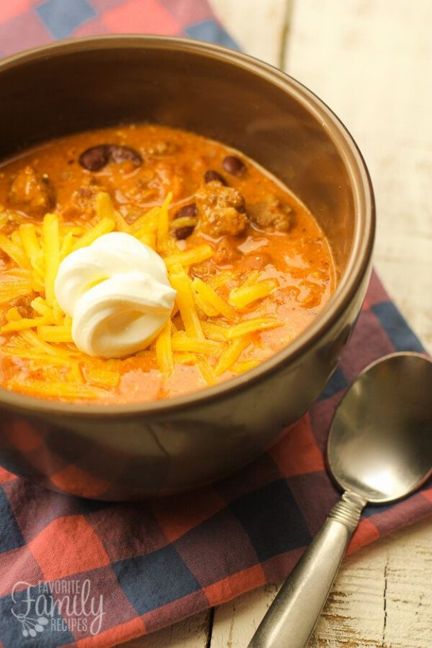 Chili Recipes - Creamy Italian Sausage Chili - Easy Crockpot, Instant Pot and Stovetop Chili Ideas - Healthy Weight Watchers, Pioneer Woman - No Beans, Beef, Turkey, Chicken  #chili #recipes