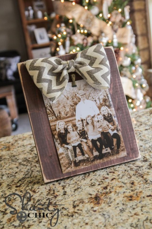 DIY Christmas Gifts - DIY Bow Picture Frame - Easy Handmade Gift Ideas for Xmas Presents - Cheap Projects to Make for Holiday Gift Giving - Mom, Dad, Boyfriend, Girlfriend, Husband, Wife #diygifts #christmasgifts