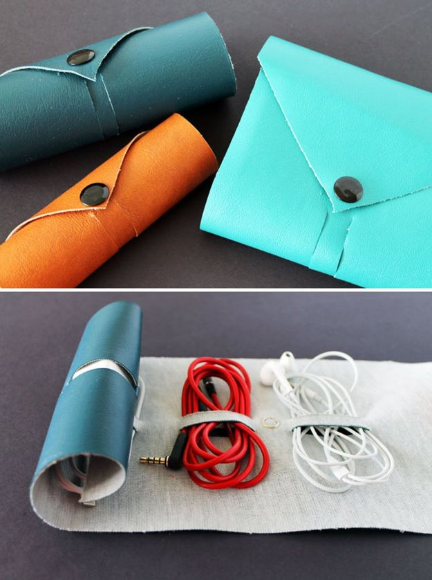 DIY Christmas Gifts - DIY Cord Roll - Easy Handmade Gift Ideas for Xmas Presents - Cheap Projects to Make for Holiday Gift Giving - Mom, Dad, Boyfriend, Girlfriend, Husband, Wife #diygifts #christmasgifts