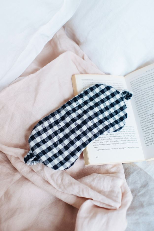 DIY Nightgowns and Sleepwear - DIY Linen Eye Mask - Easy Sewing Projects for Cute Nightshirts, Tshirts, Gowns and Pajamas - Free Patterns and Step by Step Tutorials #womensclothing #sleepwear #diyclothes #sewing