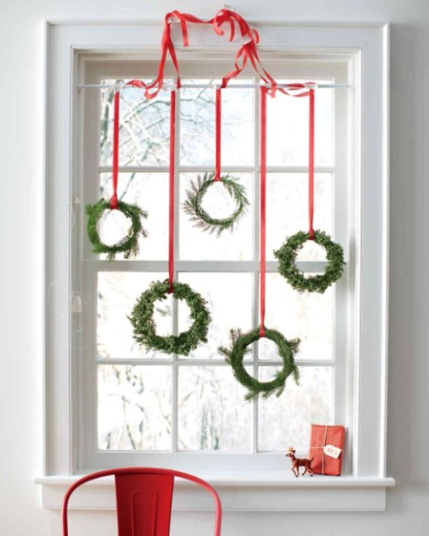 DIY Christmas Decorations - Easy Christmas Wreaths - Easy Handmade Christmas Decor Ideas - Cheap Xmas Projects to Make for Holiday Decorating - Home, Porch, Mantle, Tree, Lights #diy #christmas #diydecor #holiday