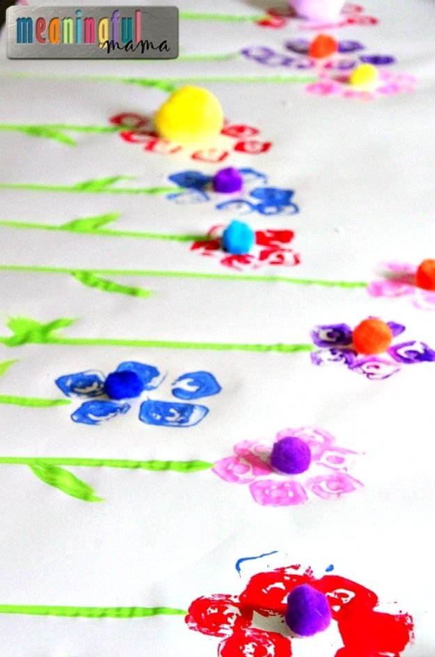 Easy Crafts for Kids - Egg Carton Flower Prints - Quick DIY Ideas for Children - Boys and Girls Love These Cool Craft Projects - Indoor and Outdoor Fun at Home - Cheap Playtime Activities #kidscrafts