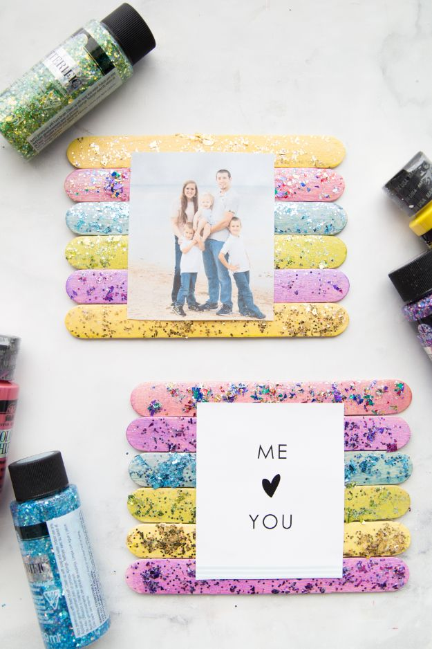 Easy Crafts for Kids - Glitter Popsicle Stick Frame - Quick DIY Ideas for Children - Boys and Girls Love These Cool Craft Projects - Indoor and Outdoor Fun at Home - Cheap Playtime Activities #kidscrafts