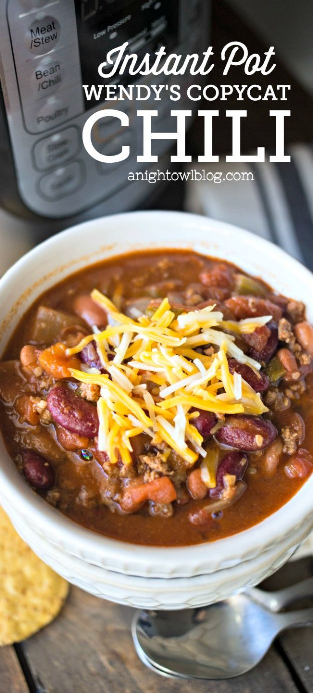 Chili Recipes - Instant Pot Wendy's Copycat Chili - Easy Crockpot, Instant Pot and Stovetop Chili Ideas - Healthy Weight Watchers, Pioneer Woman - No Beans, Beef, Turkey, Chicken https://diyjoy.com/chili-recipes