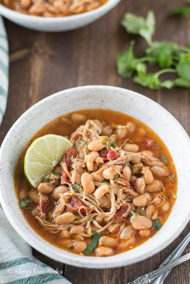 Chili Recipes - Instant Pot White Bean Chicken Chili - Easy Crockpot, Instant Pot and Stovetop Chili Ideas - Healthy Weight Watchers, Pioneer Woman - No Beans, Beef, Turkey, Chicken https://diyjoy.com/chili-recipes