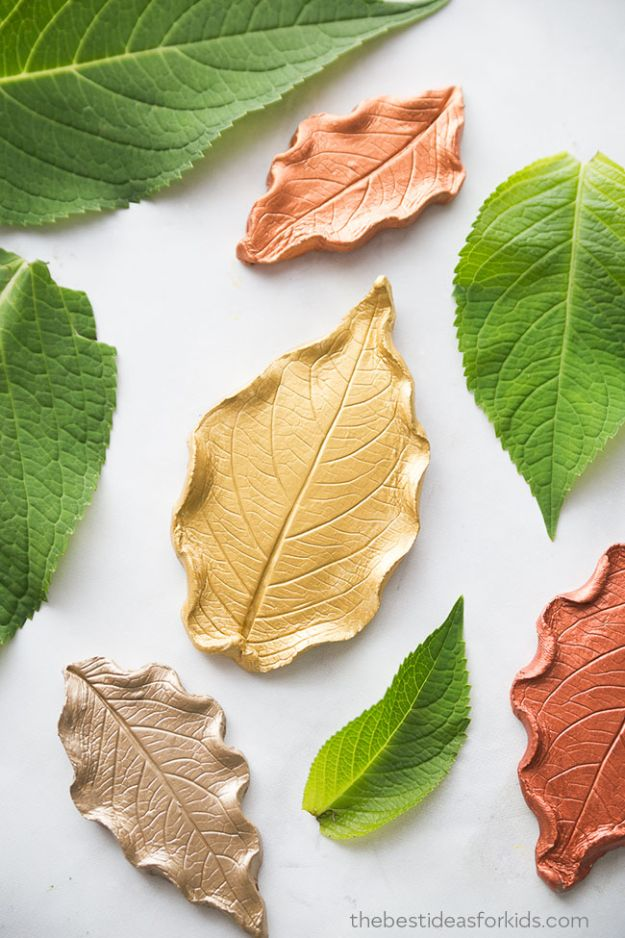 Easy Crafts for Kids - Leaf Clay Dish - Quick DIY Ideas for Children - Boys and Girls Love These Cool Craft Projects - Indoor and Outdoor Fun at Home - Cheap Playtime Activities #kidscrafts