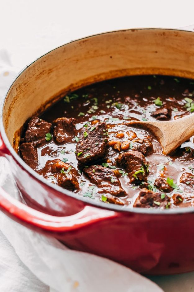 Chili Recipes - Rancher's Texas Chili - Easy Crockpot, Instant Pot and Stovetop Chili Ideas - Healthy Weight Watchers, Pioneer Woman - No Beans, Beef, Turkey, Chicken https://diyjoy.com/chili-recipes