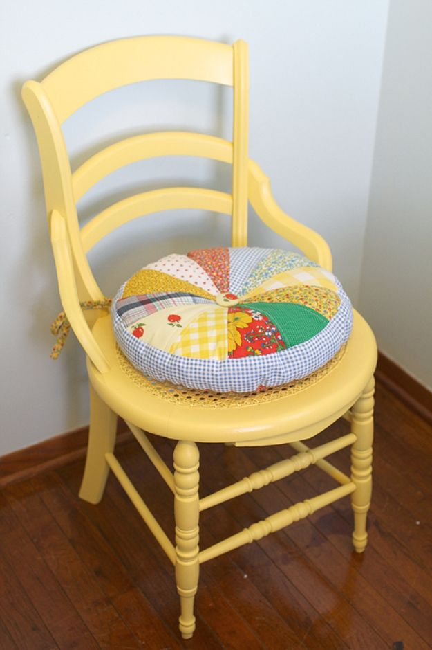 Easy Sewing Projects To Sew For Gifts - Round Quilted Chair Cushion - Simple Sewing Tutorials and Free Patterns for Making Christmas and Birthday Presents - Cheap Ideas to Make and Sell on Etsy