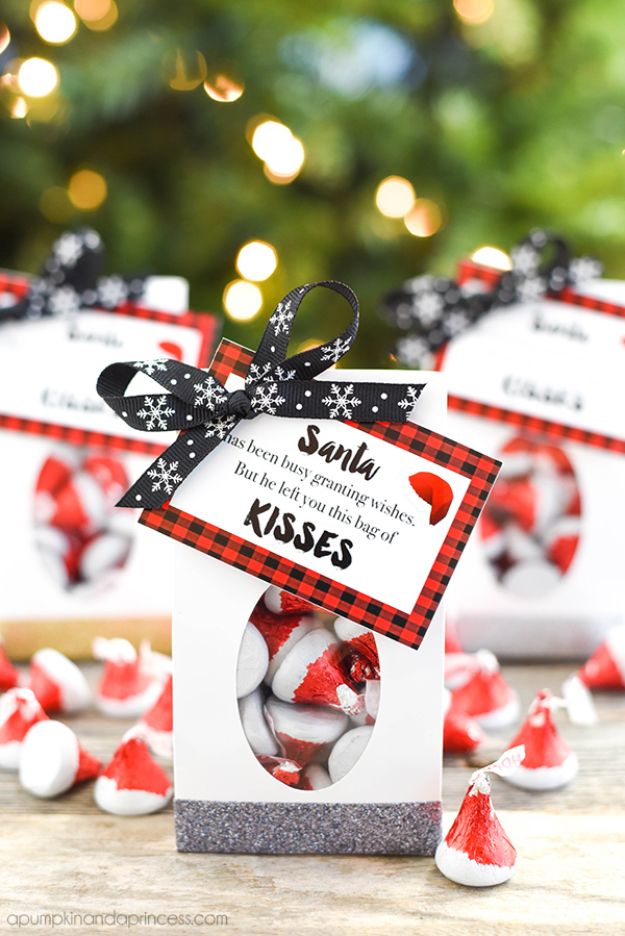 DIY Christmas Gifts - Santa Kisses Treat Bags Coasters - Easy Handmade Gift Ideas for Xmas Presents - Cheap Projects to Make for Holiday Gift Giving - Mom, Dad, Boyfriend, Girlfriend, Husband, Wife #diygifts #christmasgifts