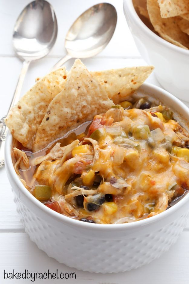 Chili Recipes - Slow Cooker Black Bean Taco Chili - Easy Crockpot, Instant Pot and Stovetop Chili Ideas - Healthy Weight Watchers, Pioneer Woman - No Beans, Beef, Turkey, Chicken  #chili #recipes