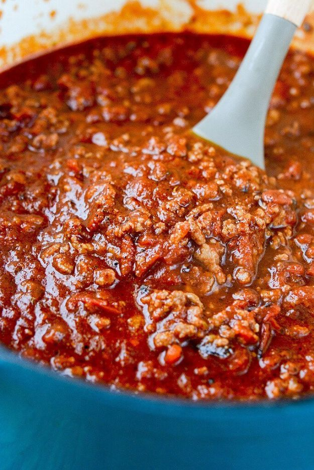 Chili Recipes - Slow Cooker Tailgate Chili - Easy Crockpot, Instant Pot and Stovetop Chili Ideas - Healthy Weight Watchers, Pioneer Woman - No Beans, Beef, Turkey, Chicken https://diyjoy.com/chili-recipes