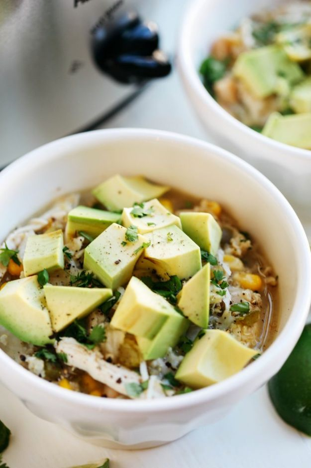 Chili Recipes - Slow Cooker White Chicken and Quinoa Chili - Easy Crockpot, Instant Pot and Stovetop Chili Ideas - Healthy Weight Watchers, Pioneer Woman - No Beans, Beef, Turkey, Chicken  #chili #recipes