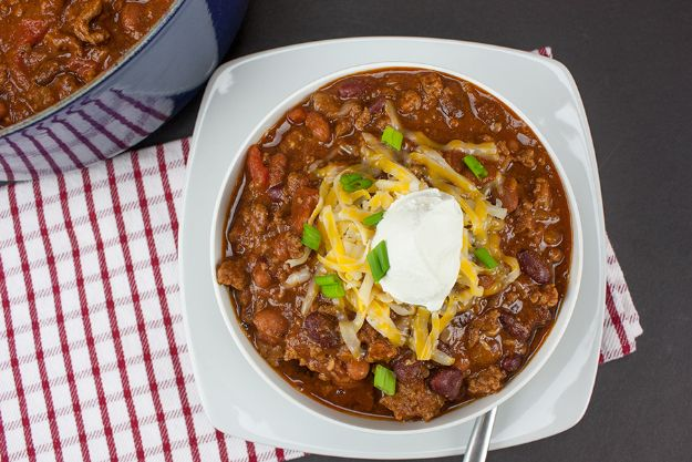 Chili Recipes - Thick and Hearty Homestyle Chili - Easy Crockpot, Instant Pot and Stovetop Chili Ideas - Healthy Weight Watchers, Pioneer Woman - No Beans, Beef, Turkey, Chicken https://diyjoy.com/chili-recipes