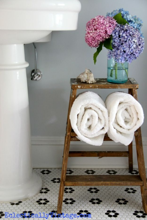 Cheap Bathroom Decor Ideas - Vintage Step Ladder - DIY Decor and Home Decorating Ideas for Bathrooms - Easy Wall Art, Rugs and Bath Mats, Shower Curtains, Tissue and Toilet Paper Holders #diy #bathroom #homedecor