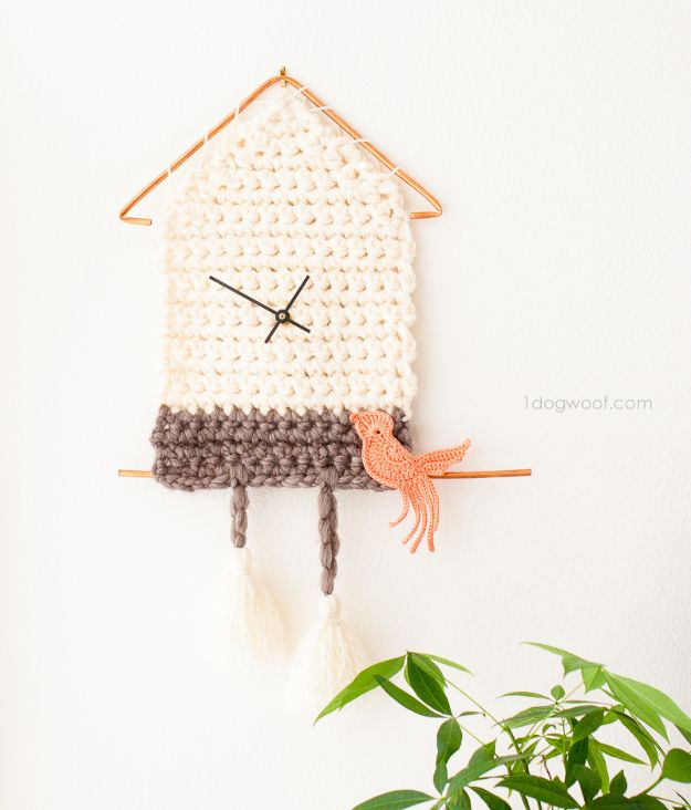 DIY Christmas Gifts - Yarn Cuckoo Clock Wall Hanging - Easy Handmade Gift Ideas for Xmas Presents - Cheap Projects to Make for Holiday Gift Giving - Mom, Dad, Boyfriend, Girlfriend, Husband, Wife #diygifts #christmasgifts