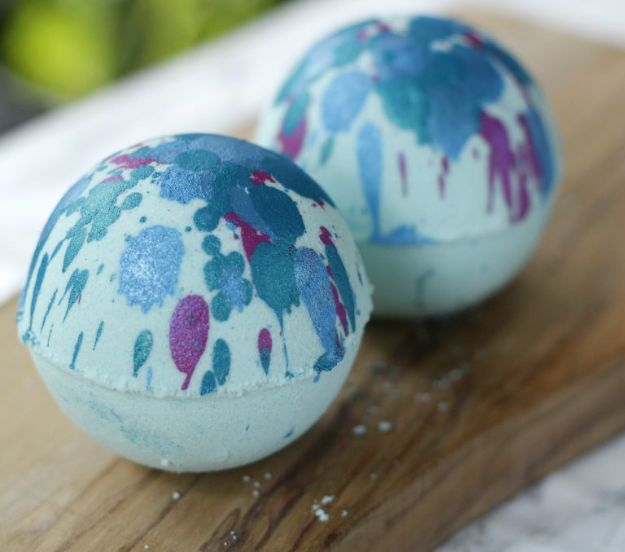 DIY Bath Bombs - Blue Lagoon Bath Bomb - Easy DIY Bath Bomb Recipe Ideas - How to Make Bath Bombs at Home - Best Lush Copycats, Lavender, Glitter Homemade Bath Fizzies #bathbombs #diyideas