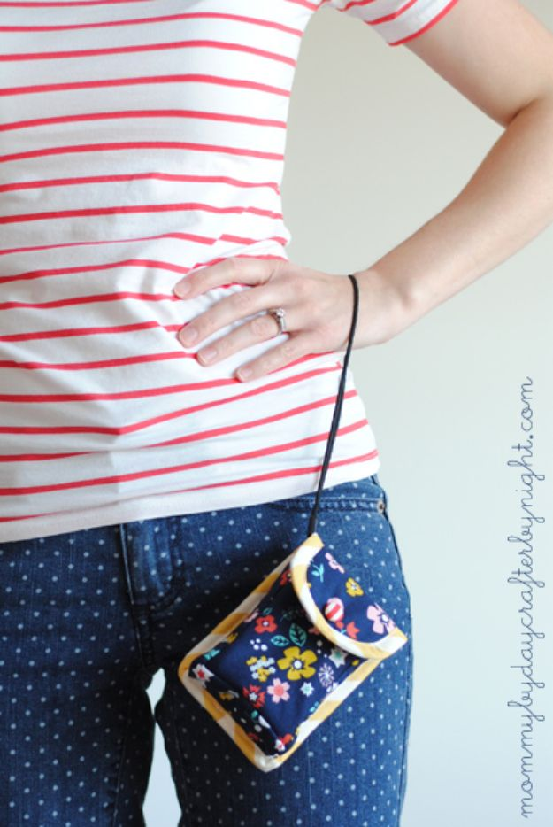 Fat Quarter Sewing Projects - Camera Cozy Tutorial - Easy Ideas to Sew With a Fat Quarter - Quick DIY Gifts, Quilt, Placemats, DIY Baby Gift, Project for The Home, Kids, Christmas