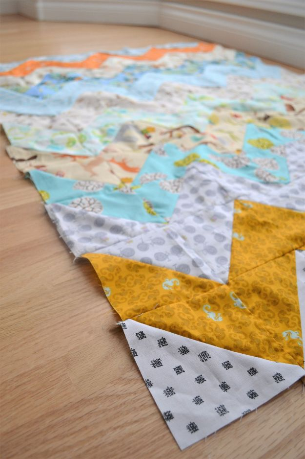 Easy Quilt Ideas for Beginners - Chevron Quilt For Beginners - Free Quilt Patterns and Simple Projects With Fat Quarters - How to Make Baby Blankets, Table Runners, Jelly Rolls