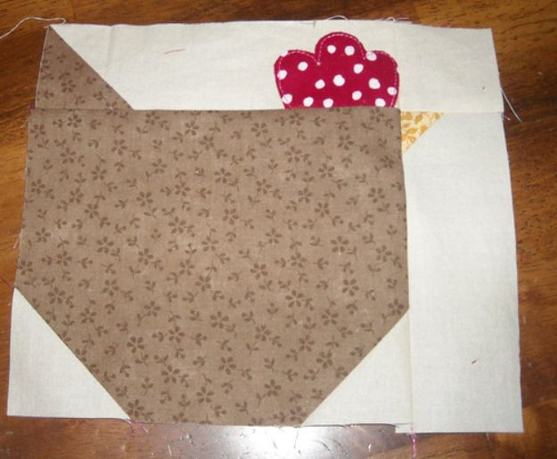 Easy Quilt Ideas for Beginners - Chicken Quilt Block Tutorial - Free Quilt Patterns and Simple Projects With Fat Quarters - How to Make Baby Blankets, Table Runners, Jelly Rolls