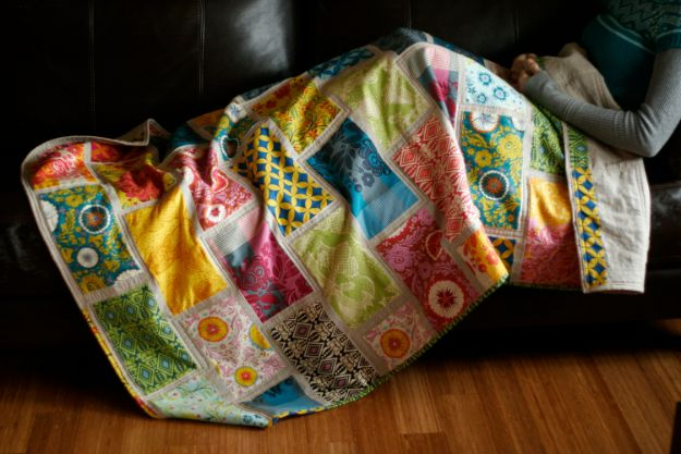 Easy Quilt Ideas for Beginners - Colorbrick Beginner's Quilt - Free Quilt Patterns and Simple Projects With Fat Quarters - How to Make Baby Blankets, Table Runners, Jelly Rolls