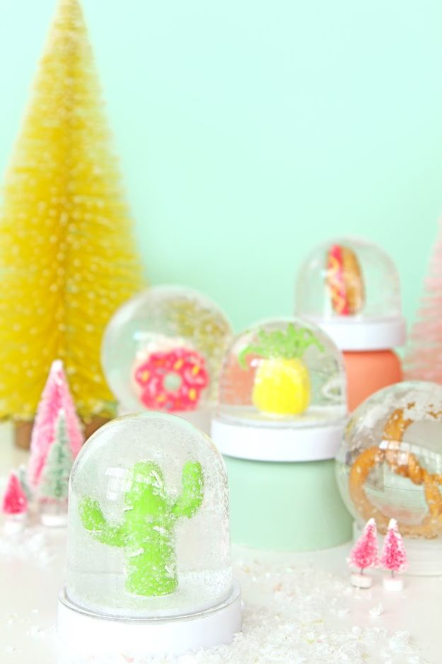 DIY Snow Globe Ideas - DIY Fun Novelty Snow Globes - Easy Ideas To Make Snow Globes With Kids - Mason Jar, Picture, Ornament, Waterless Christmas Crafts - Cheap DYI Holiday Gift Ideas