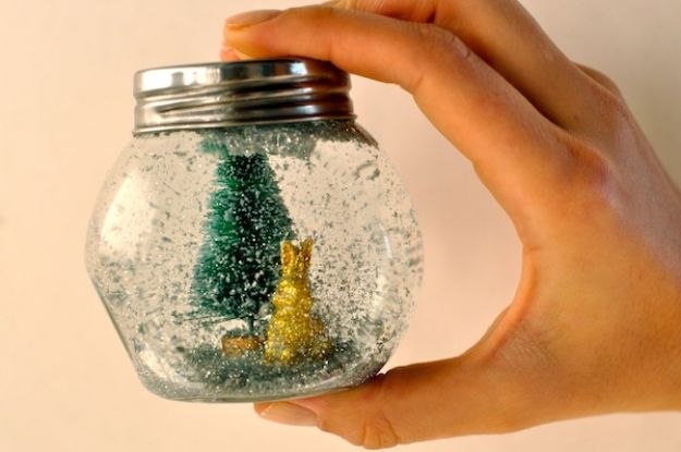 DIY Snow Globe Ideas -DIY Glitter Globe - Easy Ideas To Make Snow Globes With Kids - Mason Jar, Picture, Ornament, Waterless Christmas Crafts - Cheap DYI Holiday Gift Ideas