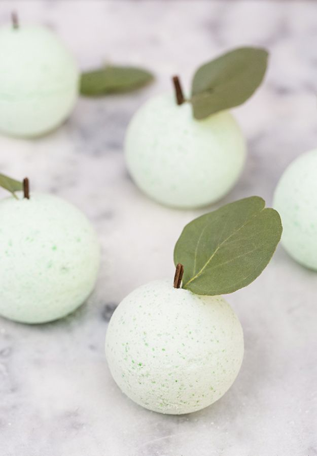 DIY Bath Bombs - DIY Green Apple Bath Bombs - Easy DIY Bath Bomb Recipe Ideas - How to Make Bath Bombs at Home - Best Lush Copycats, Lavender, Glitter Homemade Bath Fizzies #bathbombs #diyideas