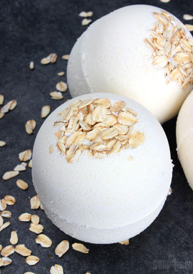 DIY Bath Bombs - DIY Oatmeal Bath Bombs - Easy DIY Bath Bomb Recipe Ideas - How to Make Bath Bombs at Home - Best Lush Copycats, Lavender, Glitter Homemade Bath Fizzies #bathbombs #diyideas