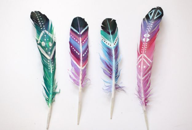 Fun DIY Ideas for Adults - DIY Painted Feathers - Easy Crafts and Gift Ideas , Cool Projects That Are Fun to Make - Crafts Idea for Men and Women