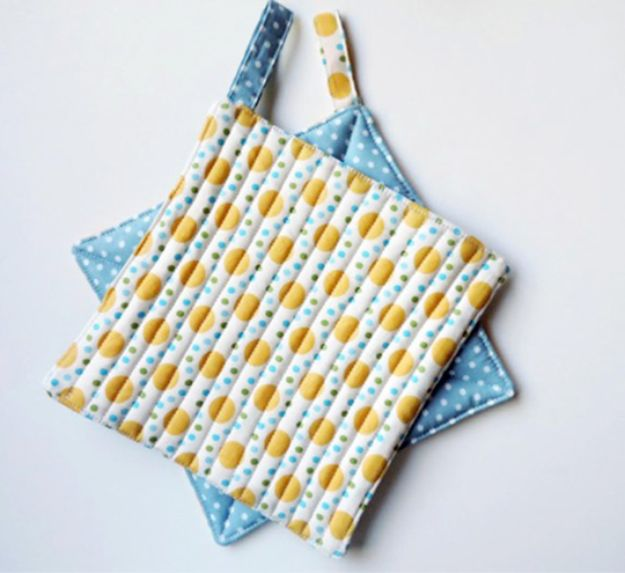 Sewing Projects for Fat Quarters - Fat Quarter Potholders - Easy Ideas to Sew With a Fat Quarter - Quick DIY Gifts, Quilt, Placemats, DIY Baby Gift, Project for The Home, Kids, Christmas
