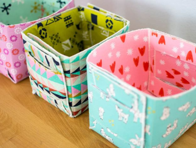 Sewing Projects for Fat Quarters - Fat Quarter-Sized Fold Up Basket - Easy Ideas to Sew With a Fat Quarter - Quick DIY Gifts, Quilt, Placemats, DIY Baby Gift, Project for The Home, Kids, Christmas