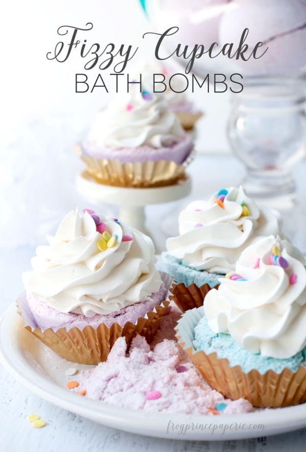 DIY Bath Bombs - Fizzy Cupcake Bath Bombs - Easy DIY Bath Bomb Recipe Ideas - How to Make Bath Bombs at Home - Best Lush Copycats, Lavender, Glitter Homemade Bath Fizzies #bathbombs #diyideas