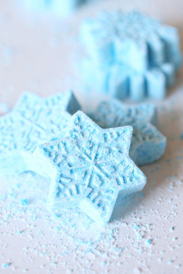DIY Bath Bombs - Frozen Snowflake Bath Bombs - Easy DIY Bath Bomb Recipe Ideas - How to Make Bath Bombs at Home - Best Lush Copycats, Lavender, Glitter Homemade Bath Fizzies #bathbombs #diyideas