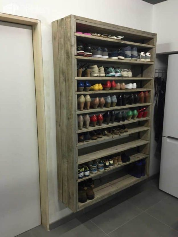 DIY Shoe Racks - Giant Shoe Rack Made Out Of Discarded Pallets - Easy DYI Shoe Rack Tutorial - Cheap Closet Organization Ideas for Shoes - Wood Racks, Cubbies and Shelves to Make for Shoes