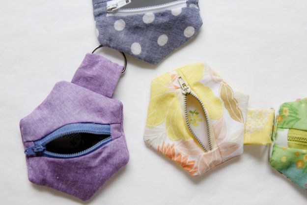 Sewing Projects for Fat Quarters - Hexagon Coin Pouches - Easy Ideas to Sew With a Fat Quarter - Quick DIY Gifts, Quilt, Placemats, DIY Baby Gift, Project for The Home, Kids, Christmas