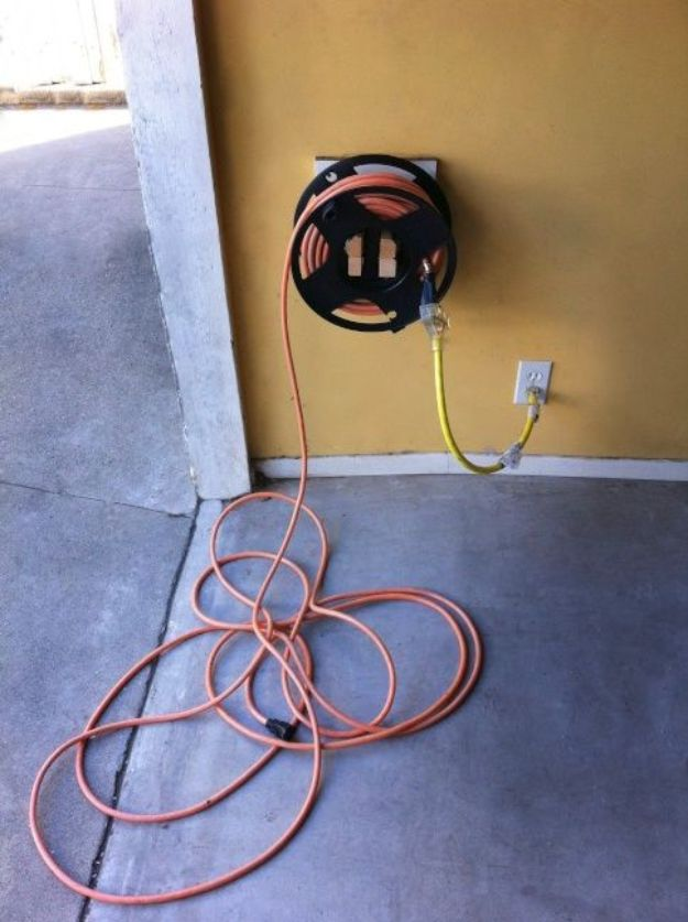 DIY Garage Organization Ideas - Homemade Extension Cord Winder Mount - Ideas for Storage, Storing Tools, Small Spaces, DYI Shelves, Organizing Hacks