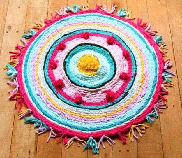 DIY Bedroom Decor Ideas - Hula Hoop Woven Rug - Easy Room Decor Projects for The Home - Cheap Farmhouse Crafts, Wall Art Idea, Bed and Bedding, Furniture