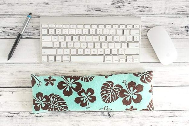 Sewing Projects to Make and Sell - Keyboard Wrist Rest - Easy Things to Sew and Sell on Etsy and Online Shops - DIY Sewing Crafts With Free Pattern and Tutorial