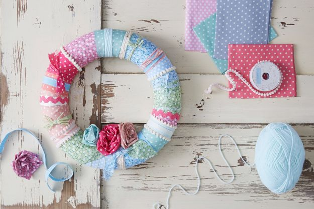 Sewing Projects for Fat Quarters - Make a Fabric Wreath - Easy Ideas to Sew With a Fat Quarter - Quick DIY Gifts, Quilt, Placemats, DIY Baby Gift, Project for The Home, Kids, Christmas